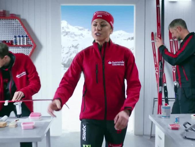 Justyna Kowalczyk z uśmiechem reklamuje kredyt w Santander Consumer Banku