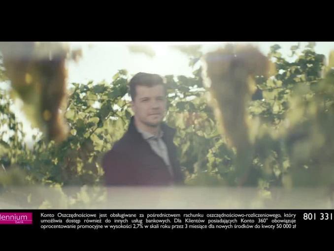 Radosław Kotarski opowiada o winie w reklamie konta w Banku Millennium