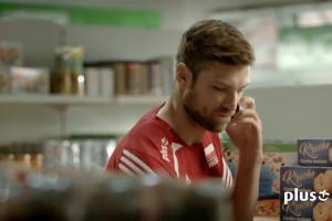 Siatkarskie zakupy reklamują promocję Ja+ Abonament w Plusie z PlusBankiem