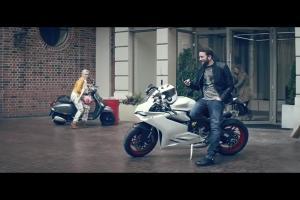 Kinga Preis śpiewa z Tomaszem Kotem w reklamach T-Mobile