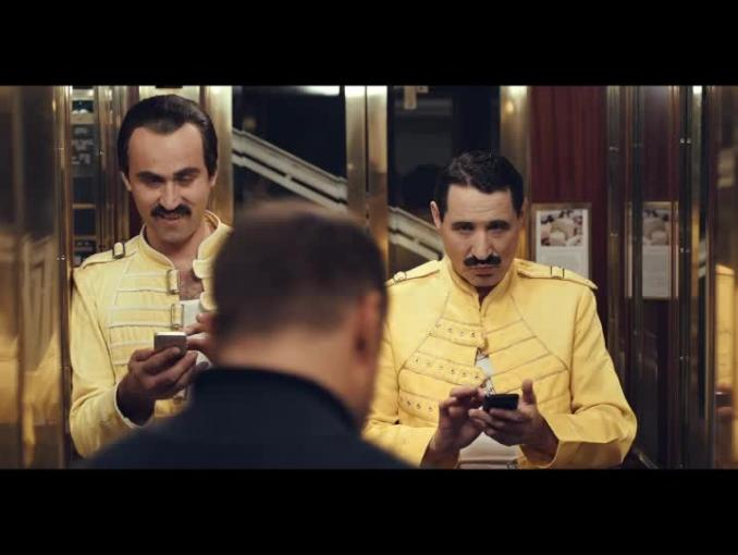 Czesław Mozil wśród sobowtórów w reklamie Prince Polo