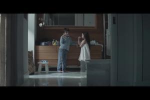 Młodzi bogowie z dziećmi reklamują ubezpieczenia w Prudentialu