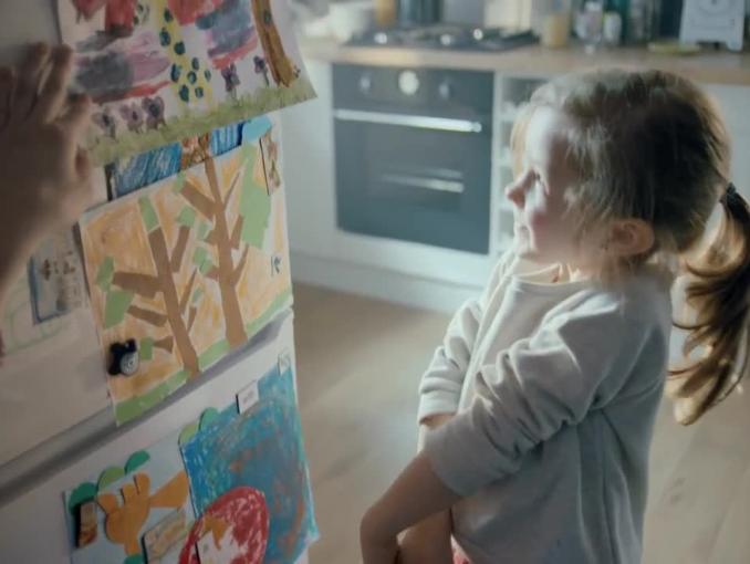 Radość dzieci i rodziców w kampanii promującej Bakusia