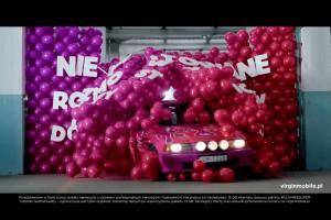 Staruszka jako rajdowiec w reklamie Virgin Mobile