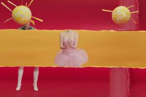 Kuba Wojewódzki jako baletnica w reklamie oranżady Hellena