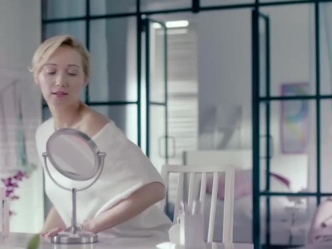 Joanna Orleańska reklamuje serum Bioliq 35+