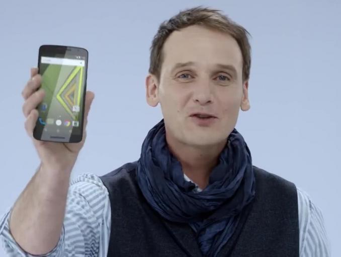 Lenovo Moto X Play w Formule Duet w Play - spot z Pascalem Brodnickim