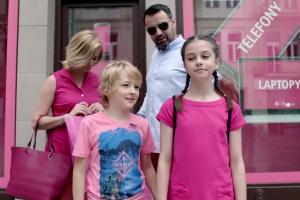 Brodzik i Wilczak w kampanii SmartDomu zachęcają klientów w barwach Play, T-Mobile i Orange do przejścia do Plusa