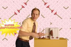Telezakupy z przepychaczką w reklamie eKonta m w mBanku