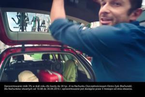 Piotr Adamczyk z mistrzami oszczędzania reklamuje rachunek Ekstra Zysk w eurobanku