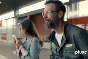 Szymon Majewski z płaczącą dziewczyną w reklamie internetu LTE Plus Advanced