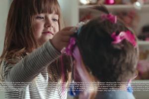 Zachwyt córki w reklamie mBanku