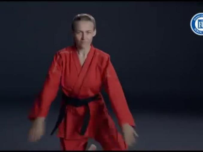 Wojowniczka taekwondo walczy z grypą w reklamie Gripblocker Express