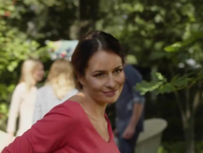 Pokusyna przyjęciu z Michelem Moranem reklamują hummus marki Lisner