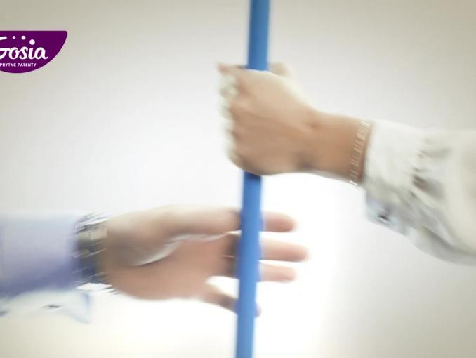 """Mop """"żółta mikrofibra"""" w kampanii marki Gosia"""