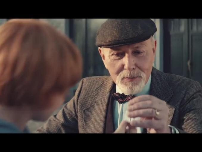 Rady dziadka dla wnuka w reklamie Nest Banku