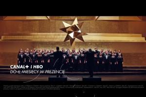 Dyrygowanie chórem w reklamie bożonarodzeniowej promocji nc+
