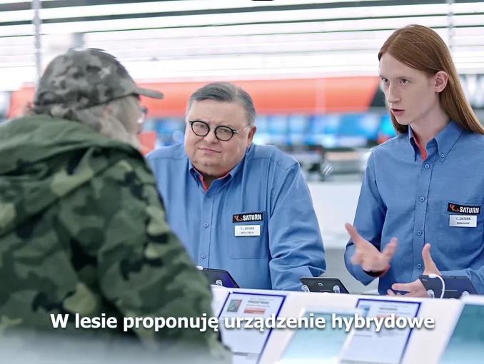 Wojciech Mann radzi klientom w reklamie sklepów Saturn
