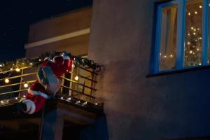 Święty Mikołaj z problemami w spocie internetu Orange Światłowód
