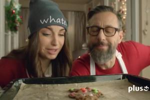 Selfie Szymona Majewskiego z pierniczkiem w reklamie Plus