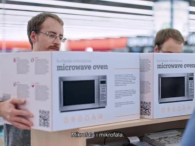 Wojciech Mann z bliźniakami w reklamie sklepów Saturn