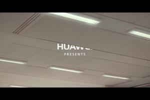 Pocałunki pod jemiołą reklamują szybkość ładowania Huawei P9