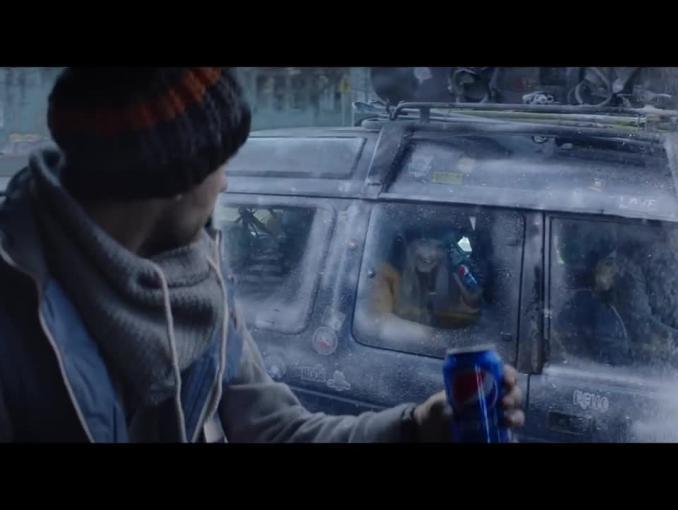 """""""Zima jest chwilą. Chwytaj ją!"""" w reklamie Pepsi"""