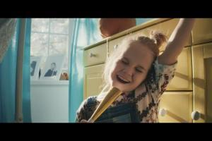 """Dziecięce """"All you need is love"""" reklamuje Orange Love"""