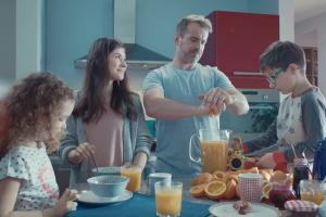 PKO BP ze ściskaniem reklamuje pożyczkę gotówkową Mini Ratka
