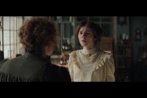 Robert Górski pomaga córce Marii Skłodowskiej-Curie w reklamie Orange na Kartę