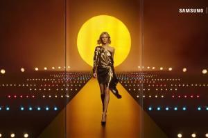 Anja Rubik reklamuje Samsung Galaxy S8 w Orange Love