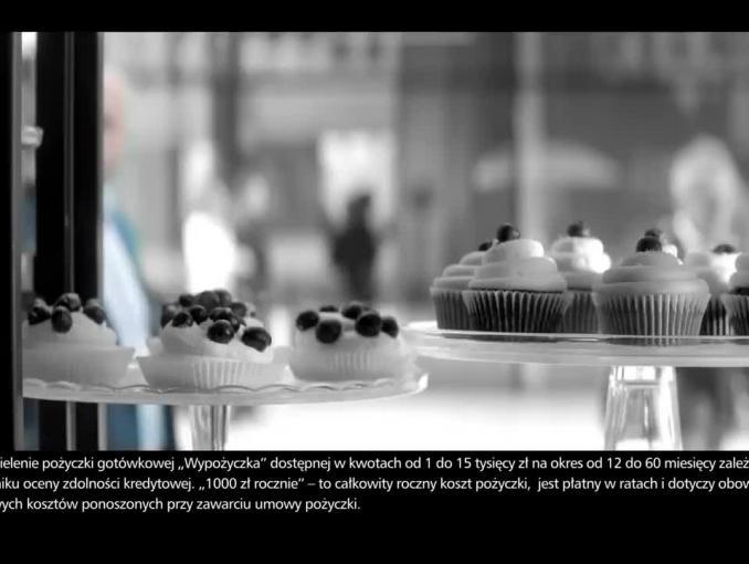 Piotr Adamczyk czarno na białym reklamuje Wypożyczkę w eurobanku