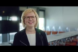 Pracowniczki Biedronki w reklamach na Dzień Matki
