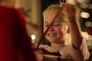 Radość ze smartfonów reklamuje Orange Love przed Bożym Narodzeniem