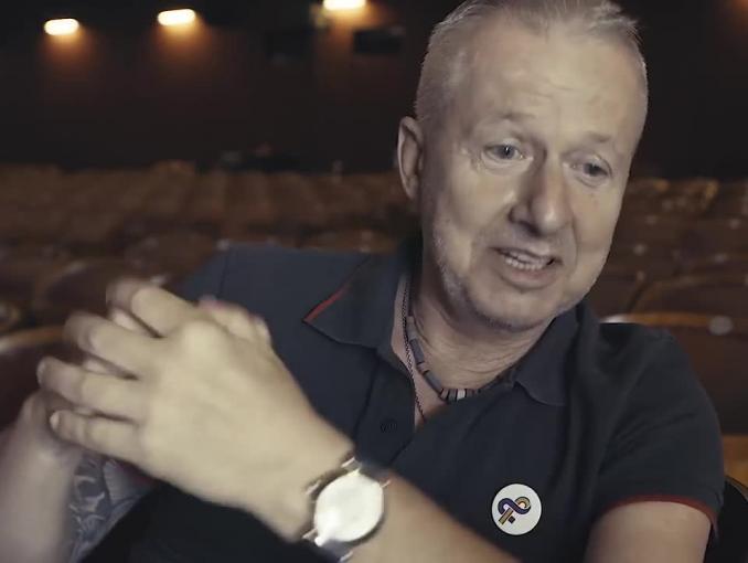 """Bogusław Linda w akcji Kampanii Przeciw Homofobii """"Ramię w ramię po równość"""""""