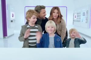 Samsung Galaxy J5 (2017) w Play - reklama z Olivierem Janiakiem i Karoliną Malinowską