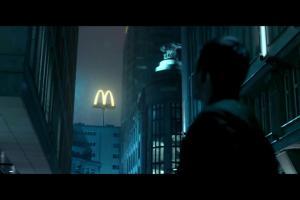 Klienci jako super bohaterowie reklamują aplikację mobilną McDonald's
