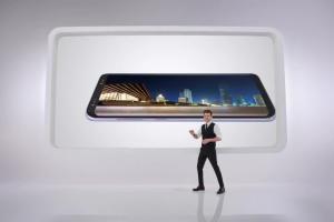 Tomasz Kammel reklamuje Samsunga Galaxy S8 w Play