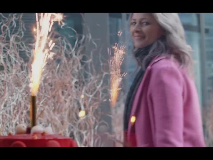Odeta Moro reklamuje kosmetyki Matrix