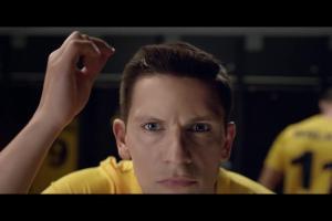 Piłkarze dbają o wygląd w reklamie transmisji 4K z mundialu w Orange TV