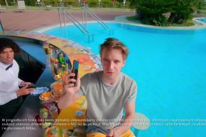 Sofa i flaming w promocji Konta dla Młodych w PKO BP