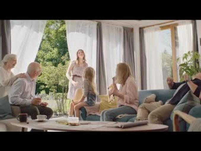 Wyzwanie chrupania w reklamie wafli Familijne Gofrowe