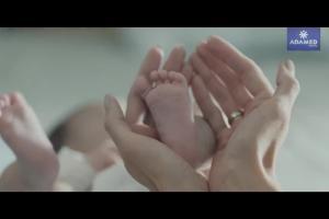 Życie w pełni w wizerunkowej reklamie Grupy Adamed