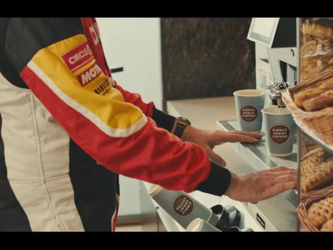 Karolina Pilarczyk i Tomasz Kuchar promują kasztanowe latte w Circle K