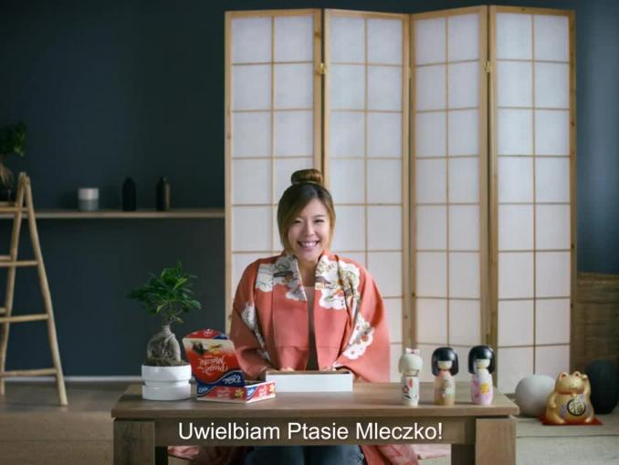 Japonka reklamuje Ptasie Mleczko