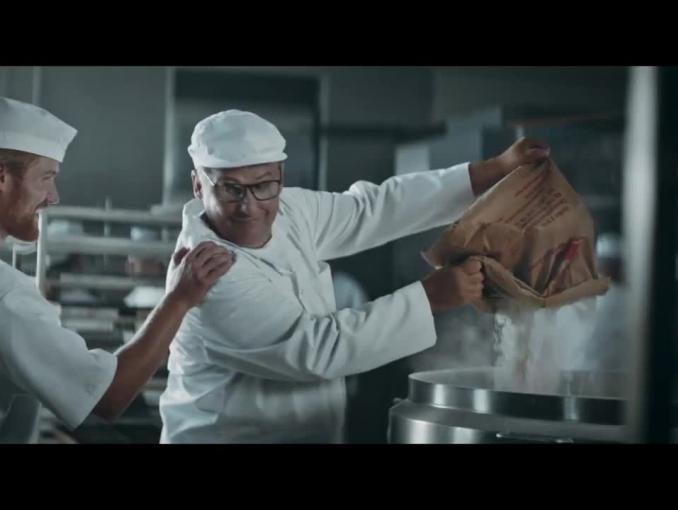 Piekarz i architekt reklamują ofertę PZU dla firm
