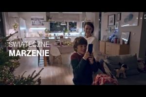"""""""Spełniaj marzenia z najlepszą siecią"""" w bożonarodzeniowej reklamie T-Mobile"""
