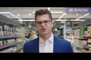 Pracownik Lidla promuje sprzedawane produkty jako godne zaufania