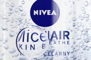 """""""Pozwól skórze oddychać"""" w spocie płynu Nivea MicellAir Skin Breathe"""