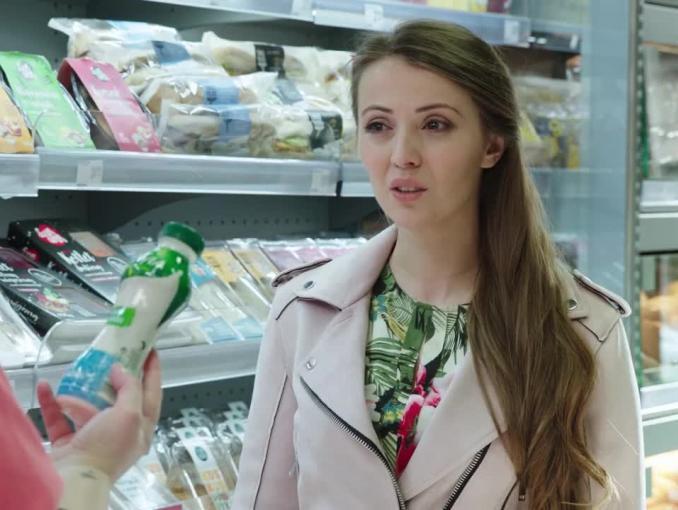 Makijaż dzięki drugiemu śniadaniu w reklamie Żabki